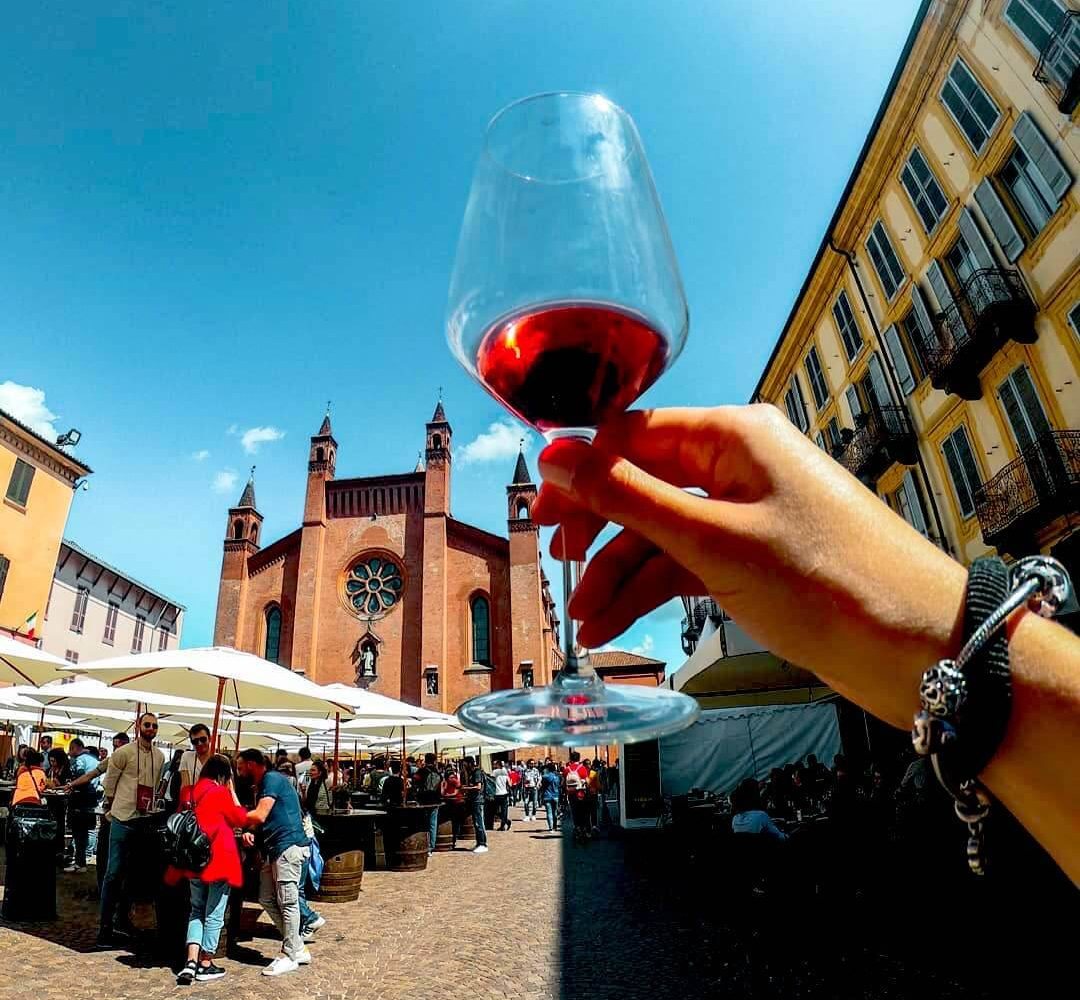 Wine tasting in Alba city center